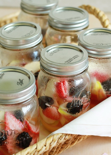 Individual-Berry-Lemon-Sangria-in-a-Jar