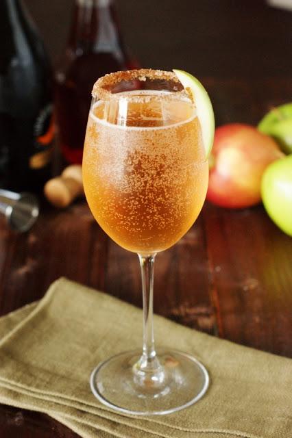 Sparkling-Apple-Pie-Cocktail 1
