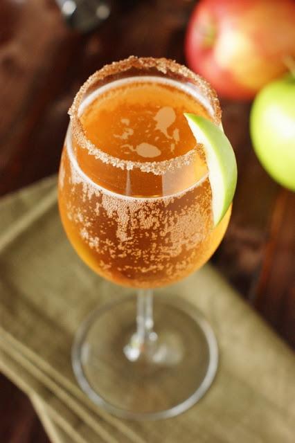 Sparkling-Apple-Pie-Cocktail 5