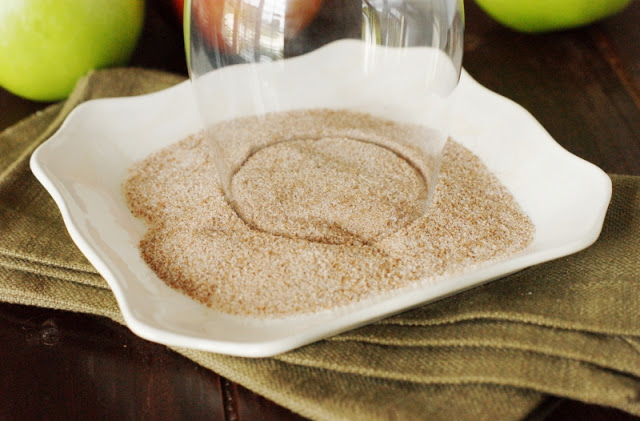 Sparkling-Apple-Pie-Cocktail-with-Cinnamon-Sugar-Rim 2