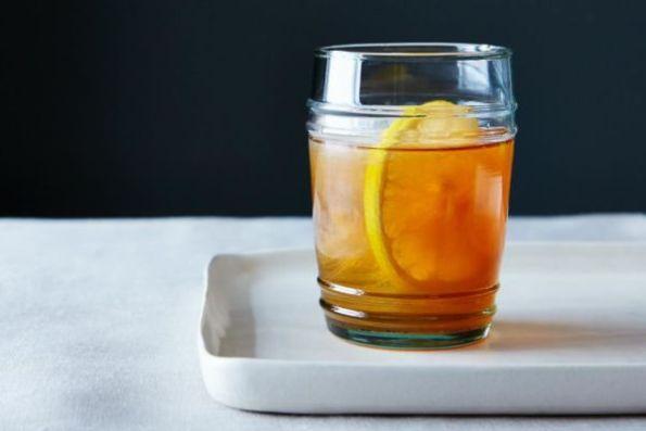 lemon-bourbon-smash-cocktail_food52_mark_weinberg_14-11-04_0555-600x400