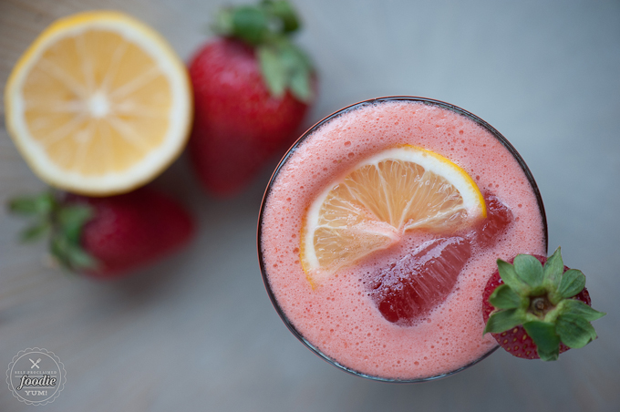 strawberry-lemonade-whiskey-sour-top