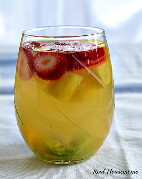 Tropical-Moscato-Sangria_Post