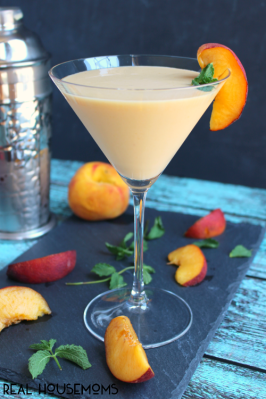 Peaches-Cream-Martini-DelightfulEMade.com-vert2-InContent